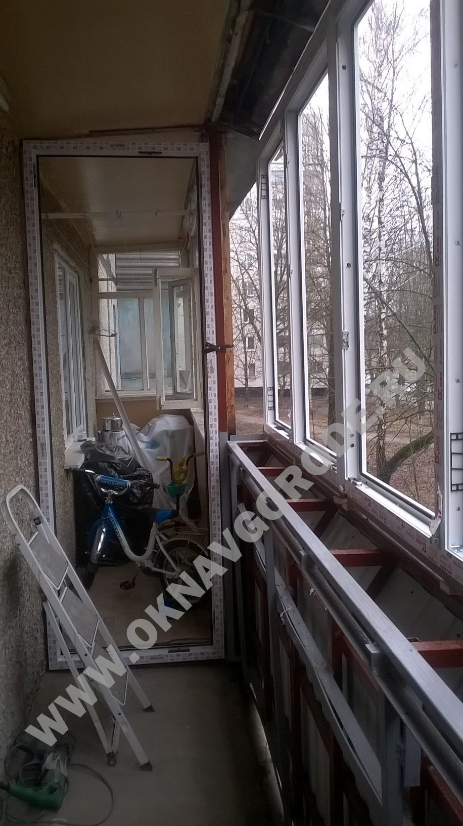 Остекление балконов.Установка перегородки