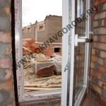 Остекление коттеджей в Курске.Приоткрытая створка окна