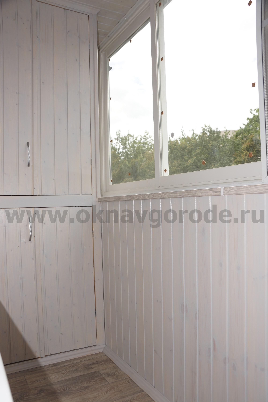 otdelka-balkonov-v-kurske-foto-i-tseny-premium-podokonnik-v-ton-vagonki
