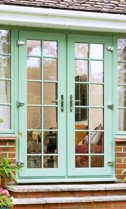 Французская пластиковая дверь с окнами в цвете чартвелл