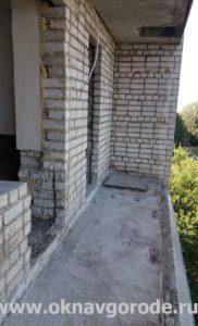 Балконы Курск. Демонтаж остекления, стяжки и парапета (1)