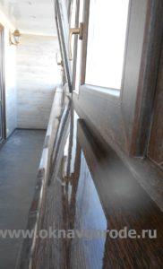 Отделка балкона. Установлен ПРЕМИУМ подоконник в цвет оконных рам