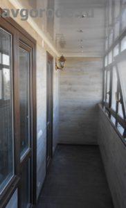 Отделка и остекление балкона. Установлена балконная рама + выходы на балкон