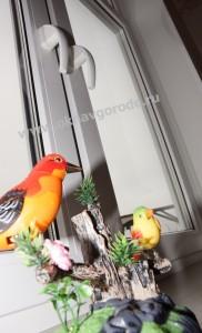 Пластиковые окна в Курске с ручками ROTO SWING и подоконниками Меллер цветом горная лиственница